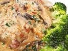 Рецепта Задушени гъби печурки с масло, пресни лук и чесън, магданоз, копър и течна готварска сметана на тиган